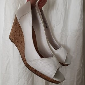 Like new! TOMS 11 White Wedges